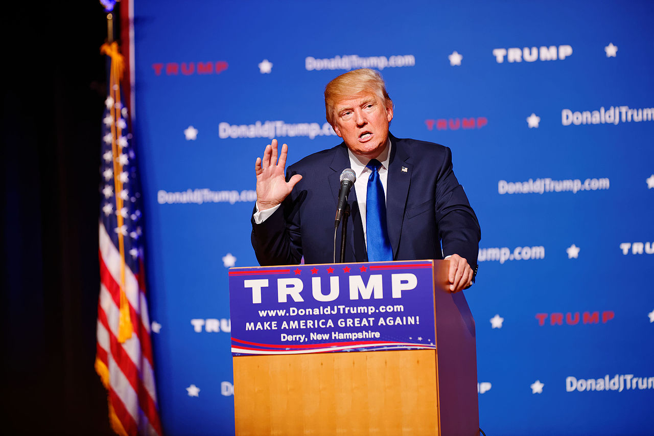 1280px-mr_donald_trump_new_hampshire_town_hall_on_august_19th_2015_at_pinkerton_academy_derry_nh_by_michael_vadon_02
